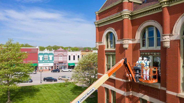 haren companies contractors working on building exterior